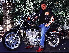 Ils ont posé avec une Harley, uniquement les People - Page 32 Burtreynolds